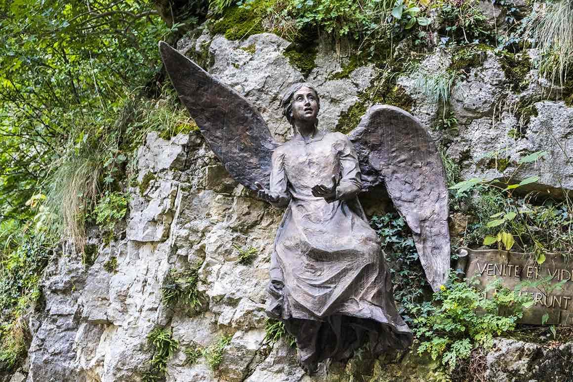Lake Garda Private Tour from Milan - Statue