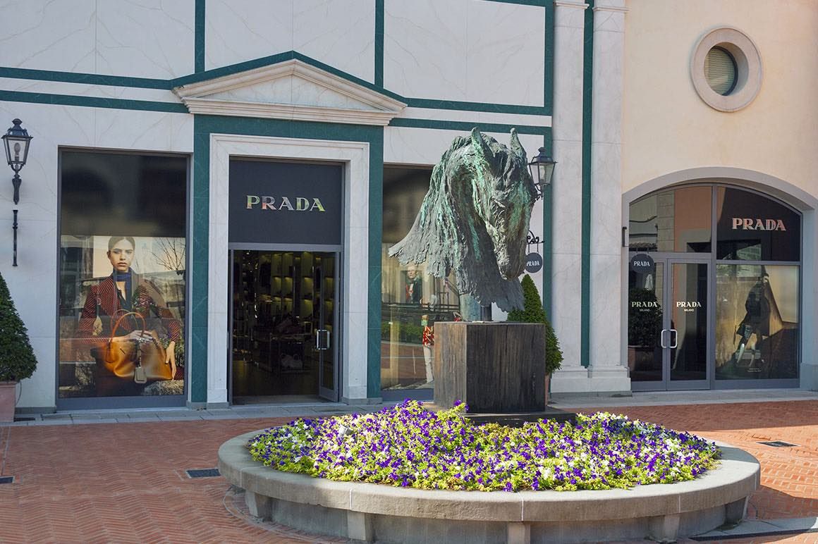 The Mall Outlet Shopping Tour - Prada