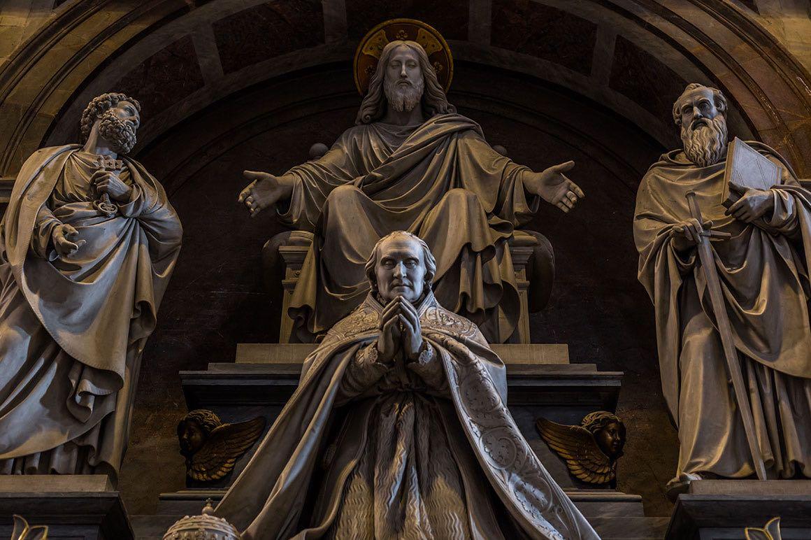 Vatican Tour with Driver - Saints Statues