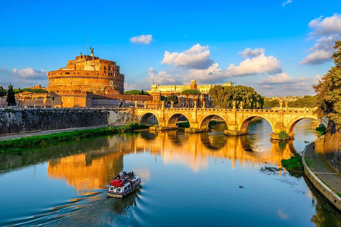 Vatican Walking Tour - Tevere River