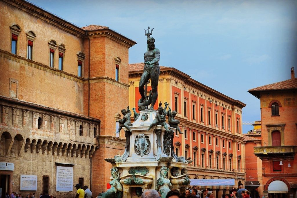 Transfer Florence to Venice with stop in Bologna