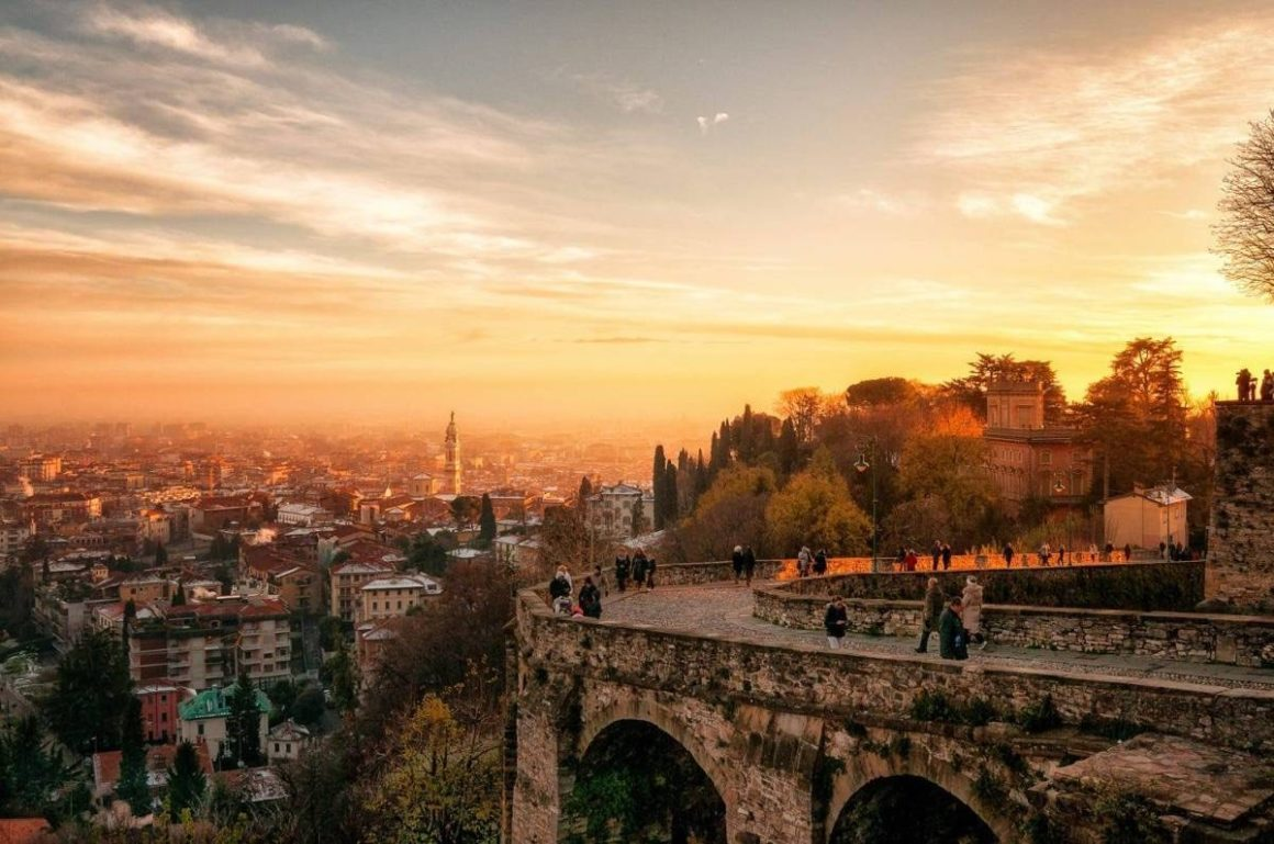 Transfer Milan to Venice with stop in Bergamo
